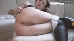 Amateur Young Stretching In Yoga Pants And Gets Jizz In Her Butt 4k